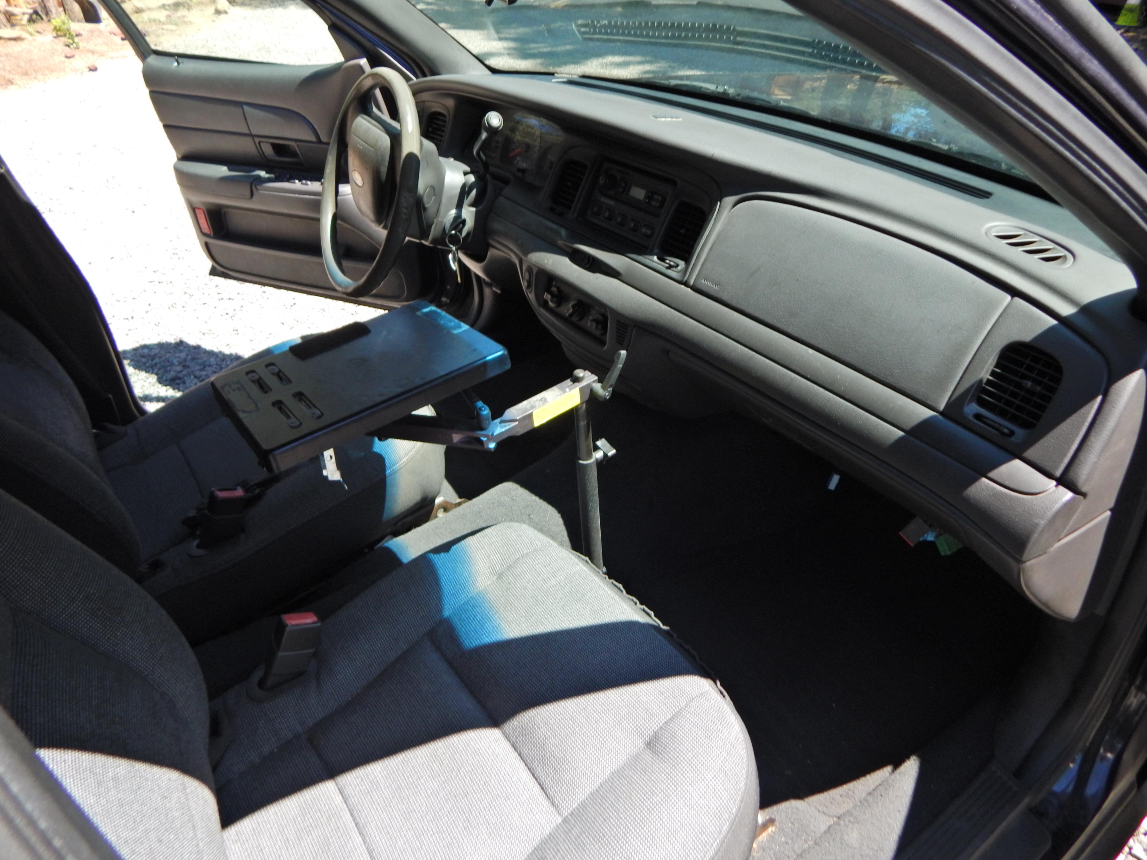 Detective's Ford Crown Victoria P71 Interceptor  Carpet, no